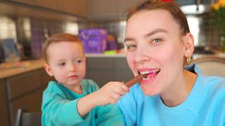 Maxwell and Lucas pretend play kids chocolate challenge