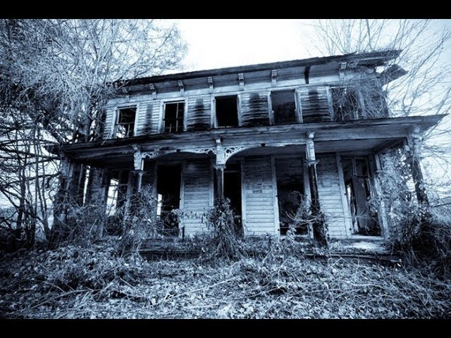 Ghost Hunters in a SCARY Haunted House (Ghost Caught on Tape)