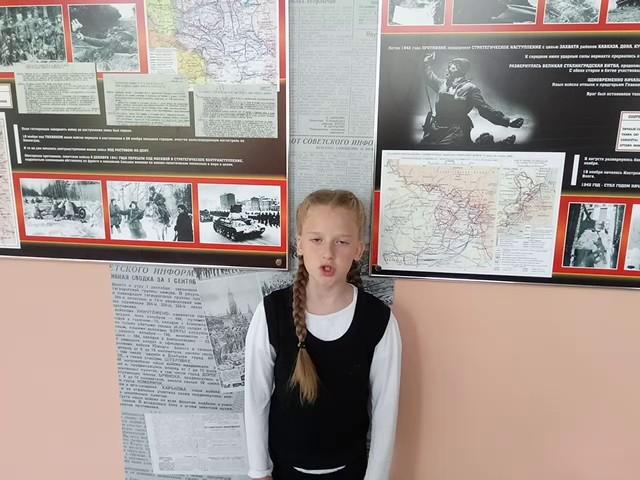 Изображение предпросмотра прочтения – КсенияЛежнева читает произведение «И было небо голубое» Р.Ф.Казаковой