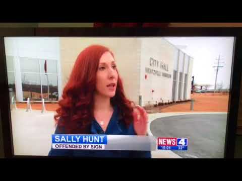 """TV News """"In God We Trust"""" Sign in Wentzville, MO - Atheist Thrown Out of Meeting"""