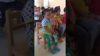 Don't try to laugh, funny kids(3)