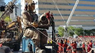 Baixar La Marche Des Géants a Montréal 2017/05/20 Le Réveil Du scaphandrier