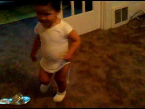 Tadeo Bebe Bailando Salsa