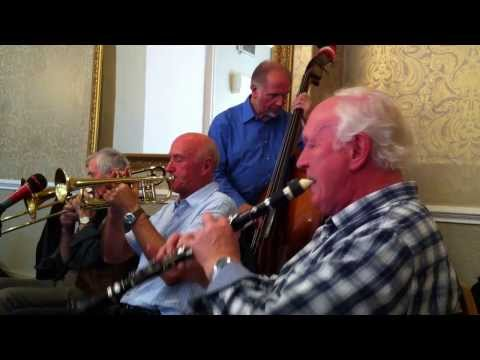 The Thames Valley Jazz Quintet plays 'Bugle Boy March'