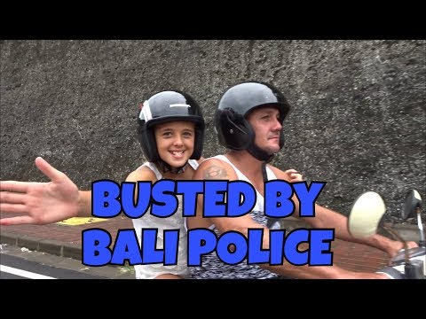 BALI VLOG - Day 6 - BUSTED by Bali POLICE + Watch me ride on the road a MOTOR BIKE