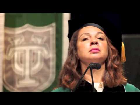 Maya Rudolph parodies National Anthem at Tulane commencement