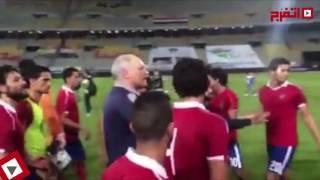بالفيديو.. سبب «خناقة» عماد متعب مع لاعبي الزمالك بعد نهائي الكأس
