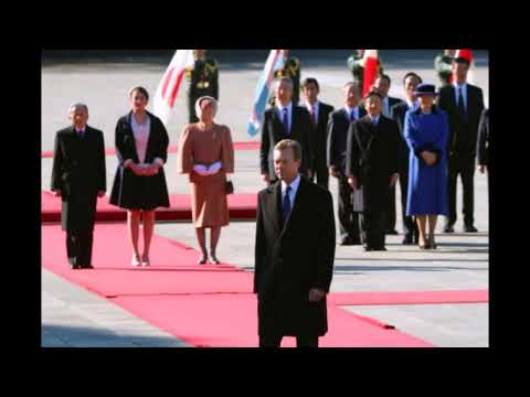 Grand Duke Henri of Luxembourg is welcomed by Emperor Akihito at the Imperial Palace