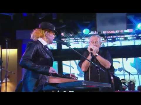 Cyndi Lauper - Rollin' And Tumblin' (GMA 210 Live!)