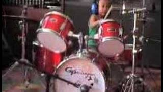 baby drummer 3 yrs old playing creep on drums