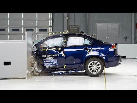 2014 Mitsubishi Lancer small overlap IIHS crash test