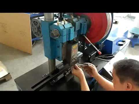 How to Change the Mold ( HMM-600 Calendar Hanger Molding Forming Machine)