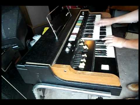 ACETONE GT-7 PORTABLE ORGAN -SHORT DEMO-FUNKY SOUND