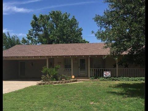 105 SE 9th Plainview, Texas 79072 MLS# 16-88