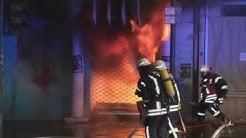 [FLASHOVER WÄHREND BRANDBEKÄMPFUNG]- 8 Feuerwehrleute verletzt | Großbrand | Vollbrand | Großeinsatz