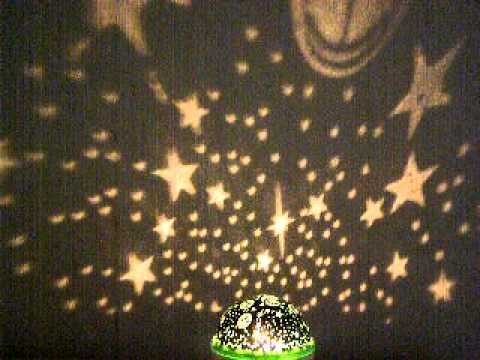 Каким ненавистным бывает звук будильника, назойливо выдергивающий из сладких сновидений. Наконец все изменилось – с музыкальным будильником-проектором звездного неба пробуждение каждый раз будет восхитительным и романтичным. Проснуться в комнате, осыпанной яркими искрами звезд.