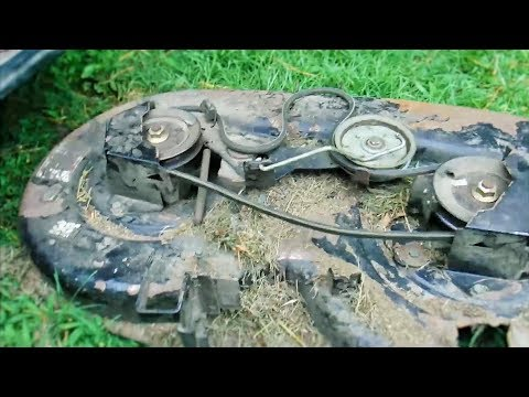How to Drop the Deck on a Bolens Lawn Tractor