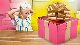 EVERLEIGH OPENS AND UNBOXES GIANT MYSTERY SURPRISE PRESENT!!!