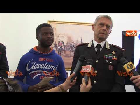 I carabinieri consegnano al migrante eroe nigeriano un for Permesso di soggiorno convivenza more uxorio