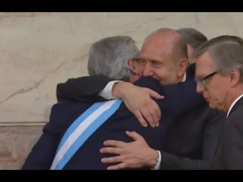El abrazo de Fernández y Perotti