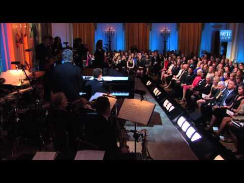 "Michael Feinstein performs ""Close to You"" at the Gershwin Prize for Hal David and Burt Bacharach"
