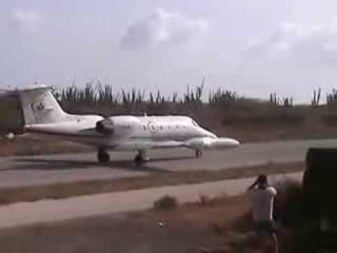 Air ambulance mistakes Palo Marga dragstrip for Queen Beatrix airport Aruba 1