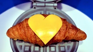 와플기계로 크로와상 누르기 Croissant Waffl…