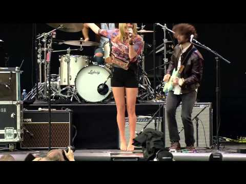 Grace Potter & The Nocturnals- Nothing But the Water and Medicine (Live at Farm Aid 2012)