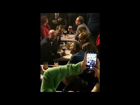 شاهد: بعد قمة البريكست ميركل وماكرون يحتسيان البيرة في حانة في بروكسل…  - نشر قبل 2 ساعة