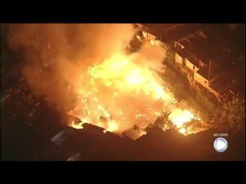 Incêndio destrói comunidade em Osasco (SP)