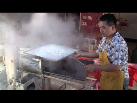 Rice Noodle Rolls By Power Steamer  (Chinese Street Food)  In Hoiping, China  開平