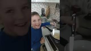 Видео инструкция о том как надо жарить глазунью.