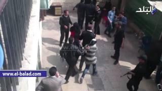 بالفيديو.. غادة إبراهيم وأنصارها يسجدون لله شكرا بعد براءتها من تهمة الدعارة