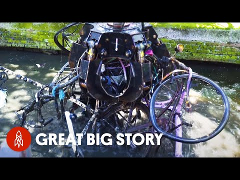 Thumbnail: Fishing for Bikes in the Amsterdam Canals