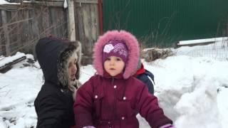 Крепость из снега во дворе своими руками.(Дети - это счастье и радость нашей жизни! Почаще проводите время с семьёй!, 2016-01-10T13:17:28.000Z)