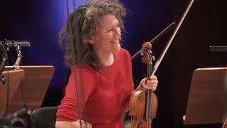 Musik im Haus: Annedore Oberborbeck leitet das Orchester