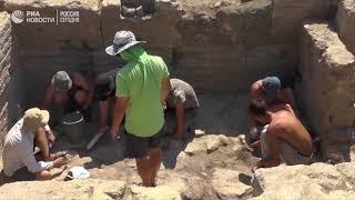 В Крыму археологи нашли мраморную плиту с древними текстами