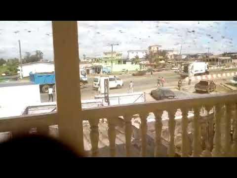 Scene de braquage en plein jour à Libreville par des jeunes armés de couteaux. Incroyable!!