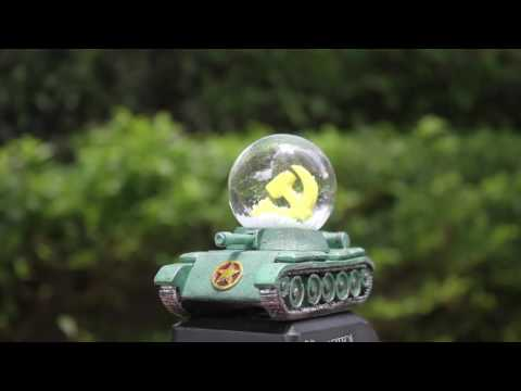 Snow globe of Ho Chi Minh City, Vietnam - Vietnam War Tank