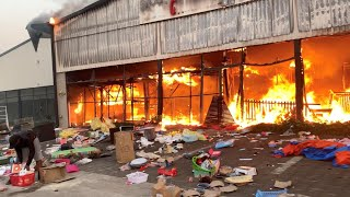 video: Watch - South Africa riots: Militias, roadblocks and machetes last line of defence against looting