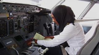 حاجه عثمان ... طبيبة وقائدة طائرات من السودان