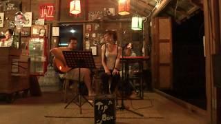 Amar Pelos Dois - The Jazz House (Pai, Thailand)