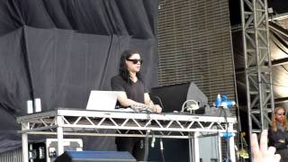 Download Skrillex - Kill everybody (Live) MP3 song and Music Video