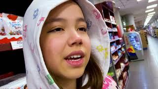 Кто купит больше сладостей ?Видео Анютка малютка