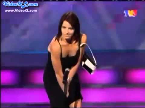 Cinsel Organıyla Mızıka Çalan Kadın...