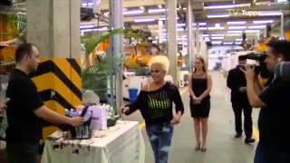 Ana Maria Braga visita a fábrica da Tupperware Brands Brasil