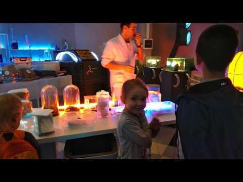 Инопланетяне среди нас!!!!! Шок!!!!))) Элла делает ЛИЗУНА в лаборатории