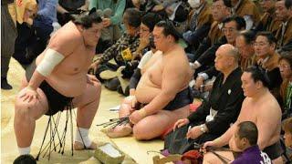 大相撲春場所14日目は21日、大阪市のボディメーカーコロシアムで行...