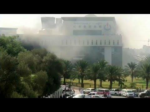 Grupo armado ataca companhia estatal de petróleo da Líbia