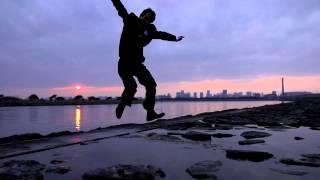 アクティブシニアのこれまでの人生を表現するジャンプ。 「その人生を一緒に歩んできた大切な人と、隣で同じものをみる」という 当たり前なことだけれども、なくしてしまって ...